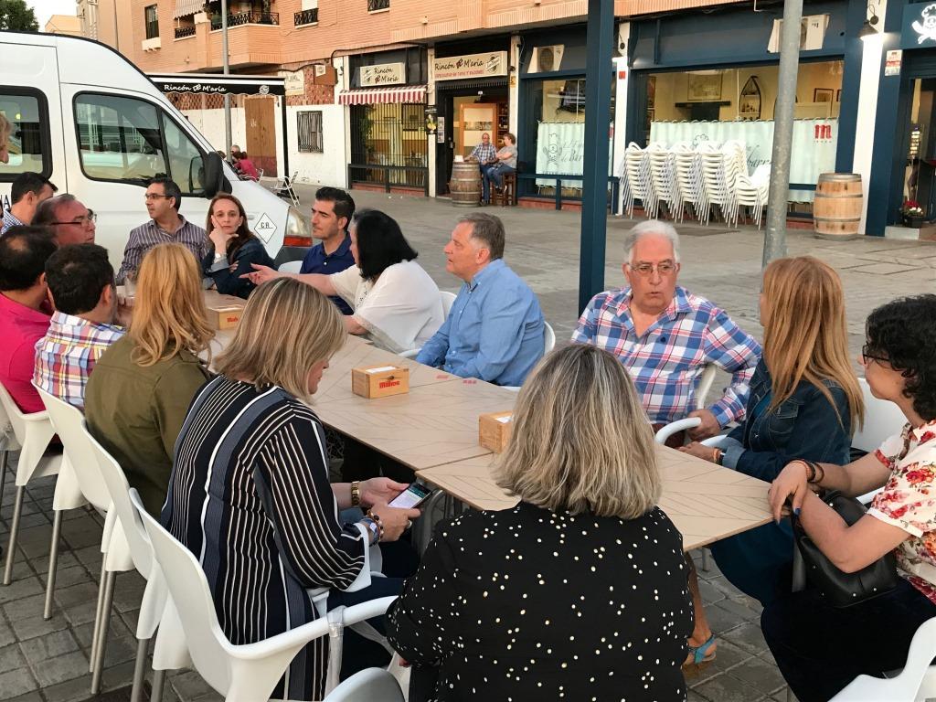 Cañizares_mantiene_un_encuentro_con_vecinos_del_barrio_de_Los_Rosales_2